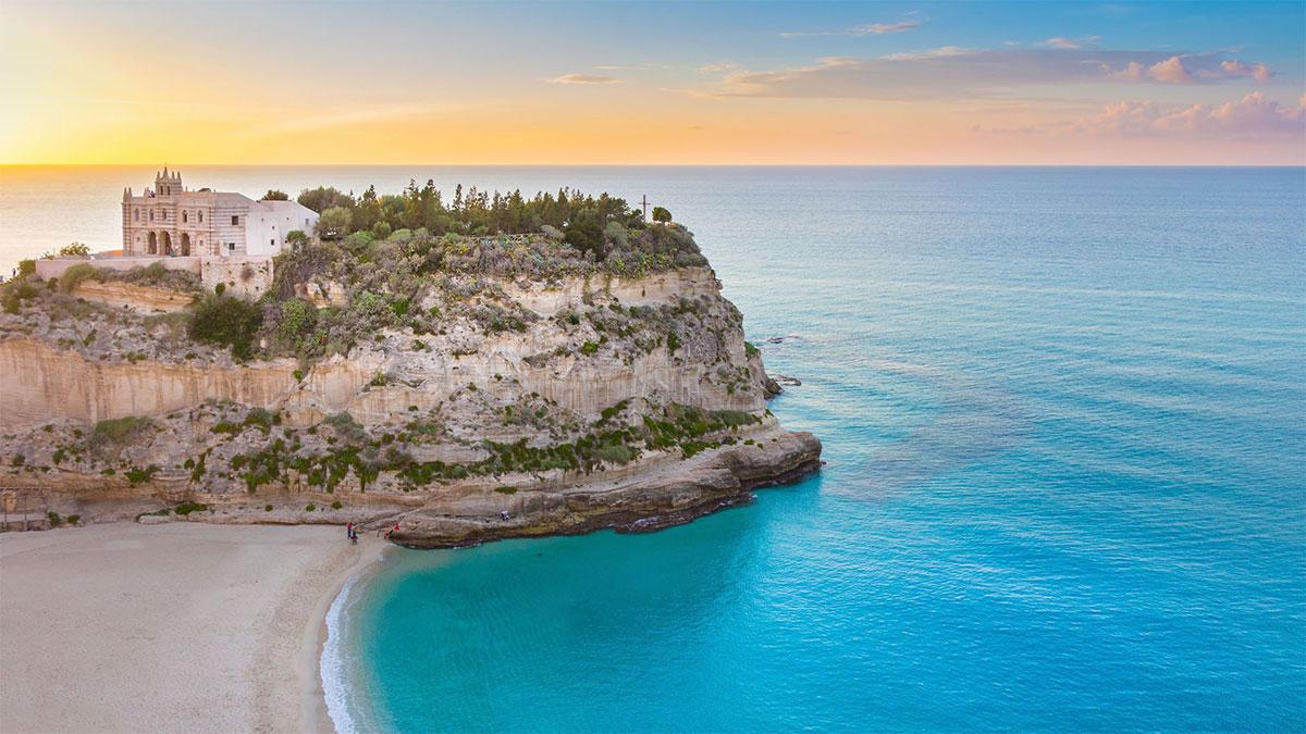 Снять виллу на берегу моря сколько стоит жить в греции в месяц